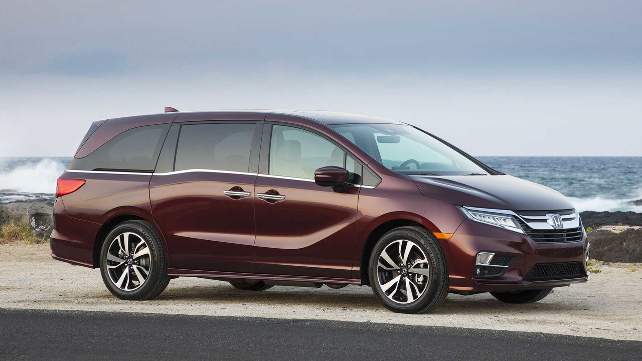 2018 honda odyssey vs 2017 chrysler pacifica autos post for Chrysler pacifica vs honda odyssey