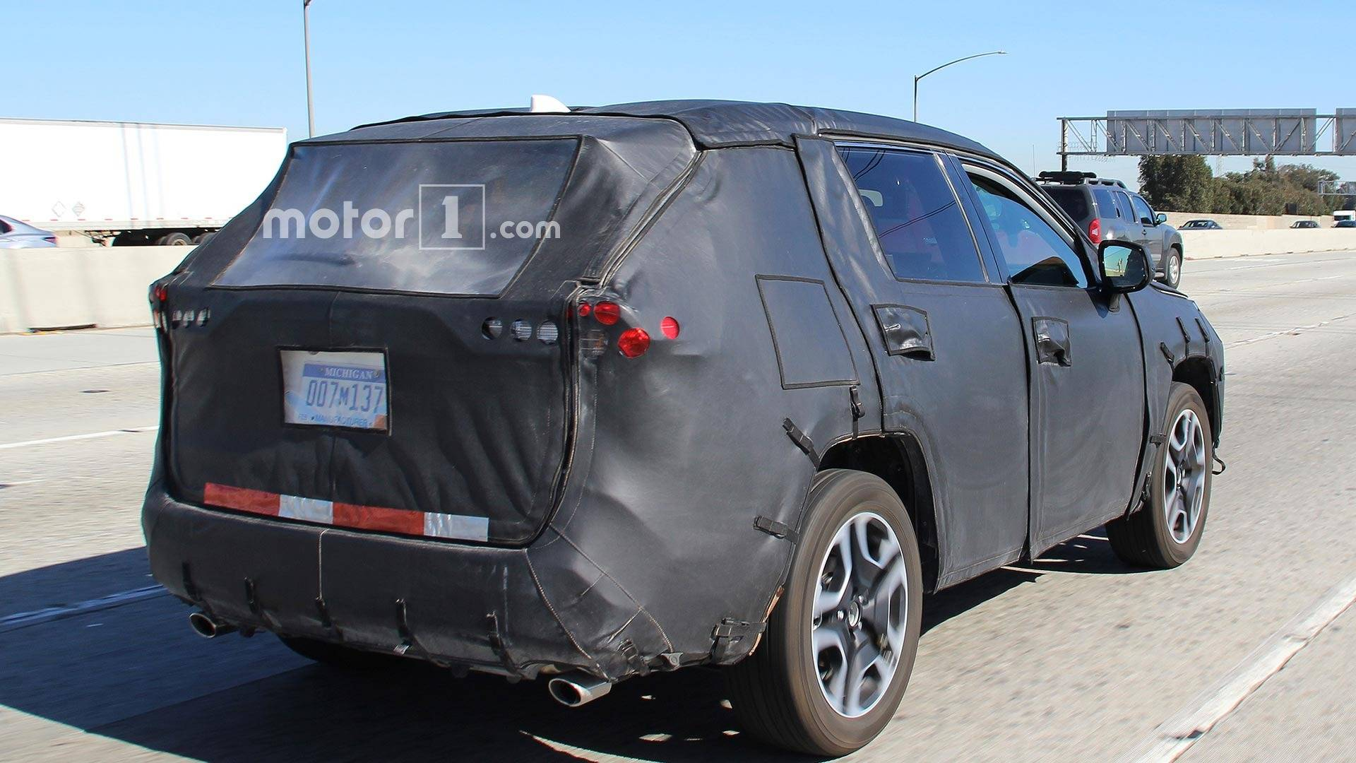 next-gen-t​oyota-rav4​-spy-shots