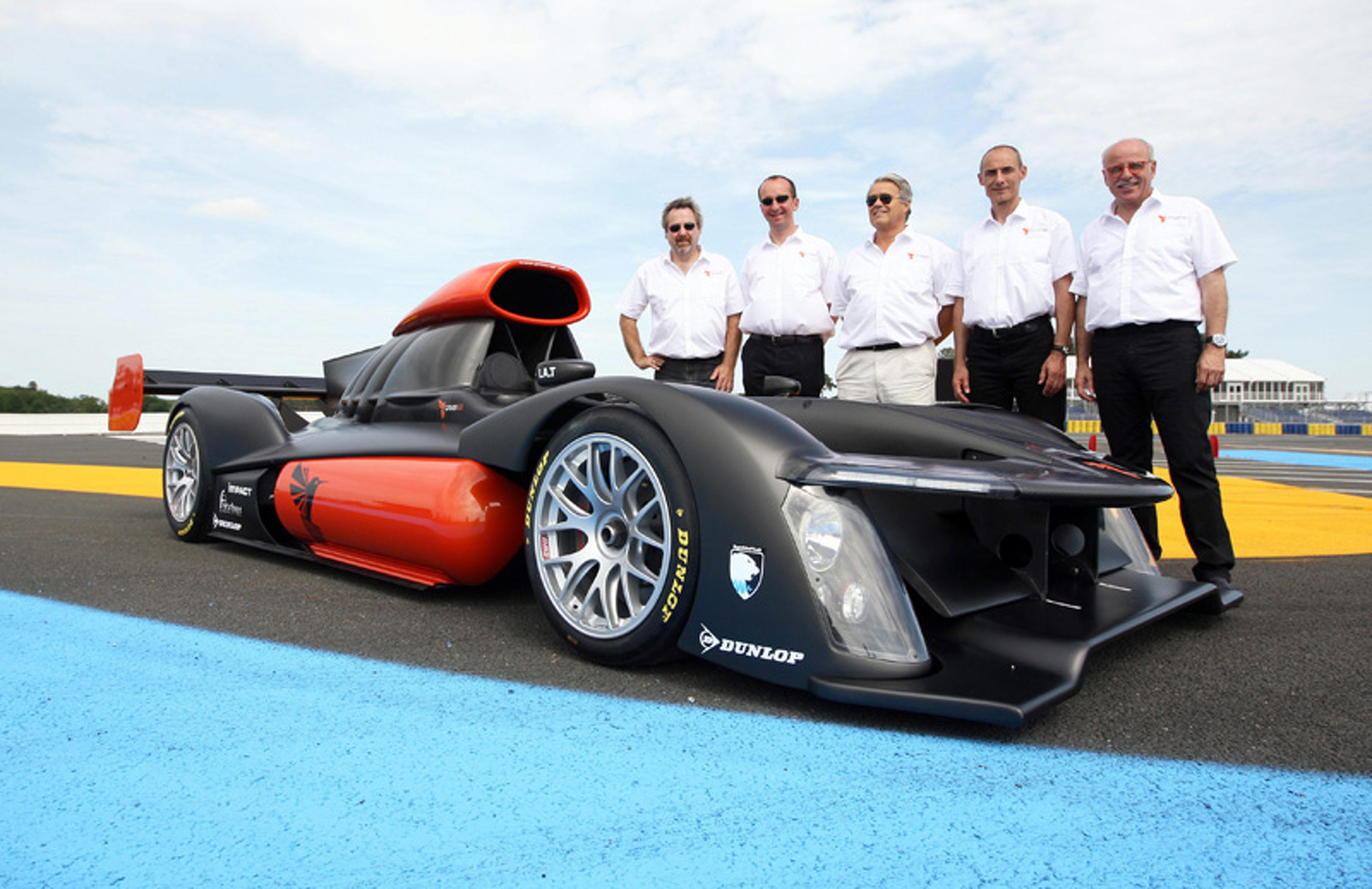 A Hydrogen Rocket Enters Le Mans Race