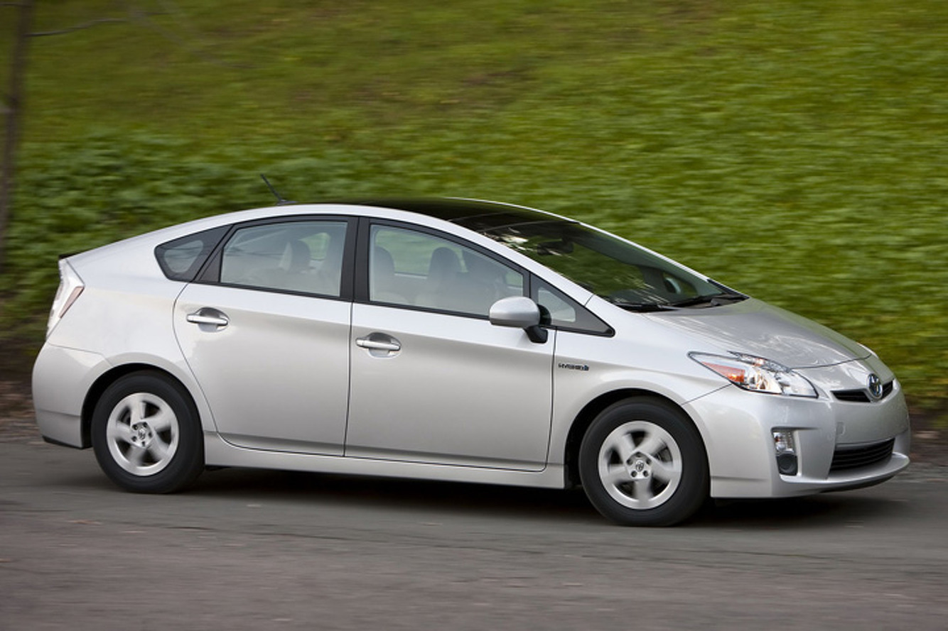 Turns Out Consumers Aren't Really Buying Hybrids for Fuel Economy