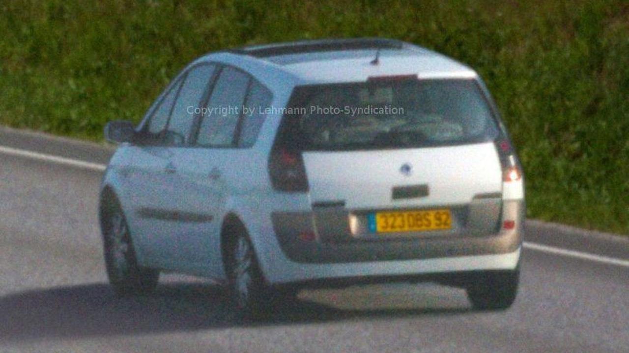 Renault Scenic Facelift Spy Photos