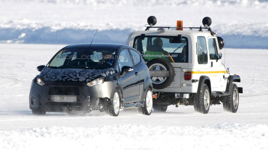 Spied 2013 Ford Fiesta Facelift crashes in snow