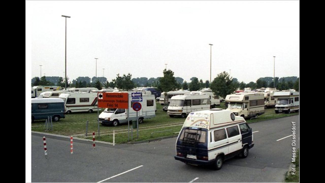 1994: Besucherparkplatz des Salons