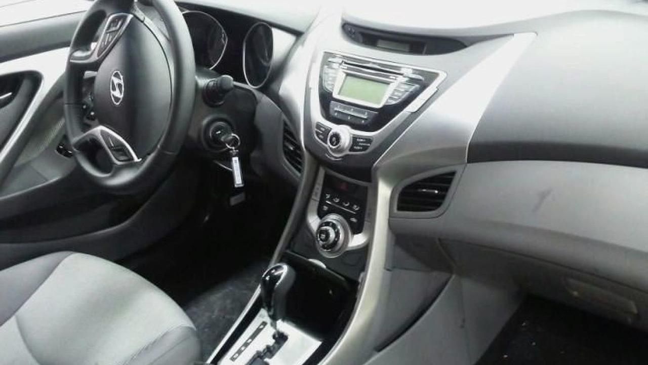 2011 Hyundai Elantra interior spy photo - 29.12.2009