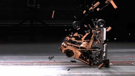 VIDÉO - Terrible crash-test pour cette 911 GT3 RS en lego
