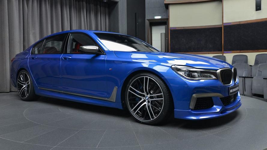 Bu M760Li xDrive, diğer Estoril Mavisi BMW'lerden farklı