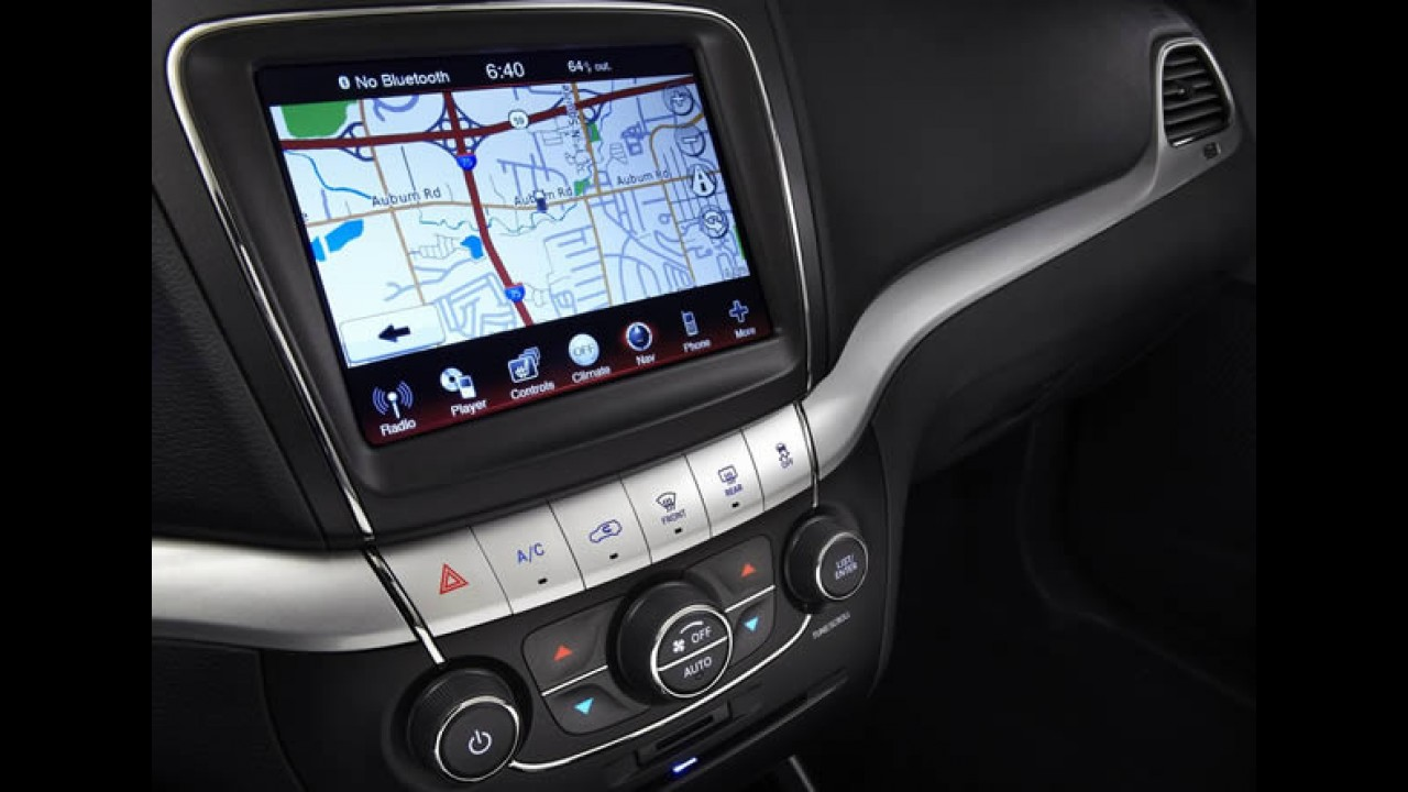Dodge Journey 2011 ganha interior completamente novo e moderno