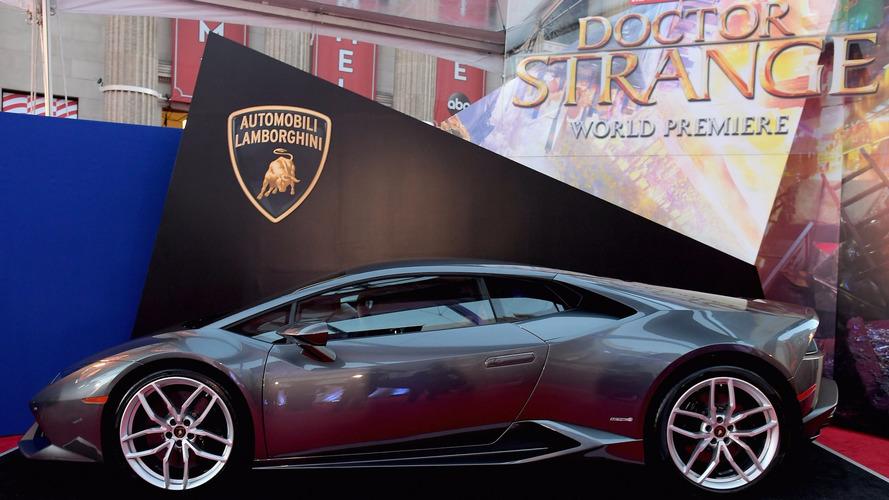 Lamborghini Huracan Marvel'in 'Doctor Strange' filminde boy gösteriyor