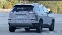 2018 Jeep Cherokee farlar casus fotolar
