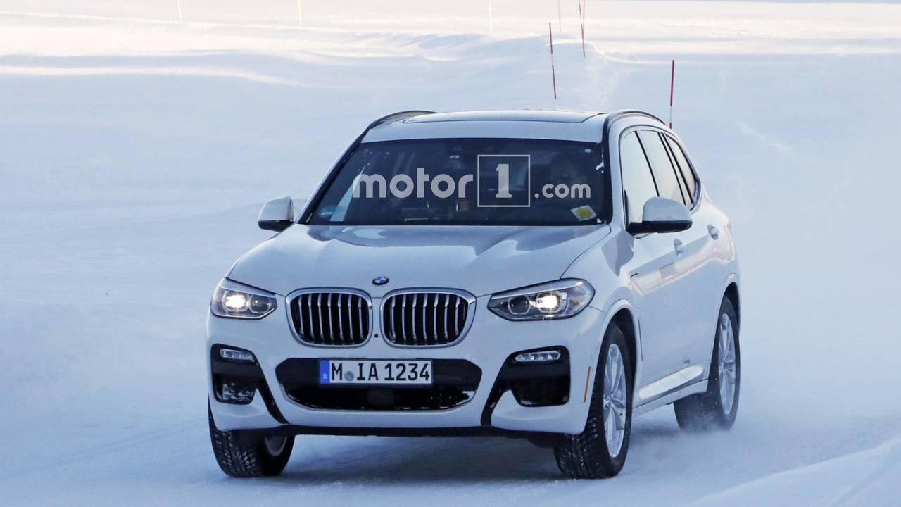 2019 BMW X3 plug-in hybrid spy photo