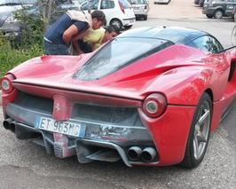 This Ferrari LaFerrari is Hot!