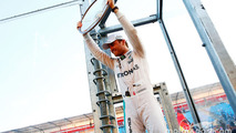 Race winner Nico Rosberg, Mercedes AMG F1 celebrates with the fans