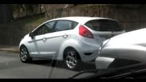 Flagra: New Fiesta Hatch já roda sem disfarces no Brasil