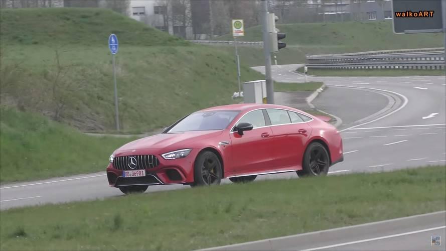 VIDÉO - La Mercedes-AMG GT Coupé déjà sur la route !