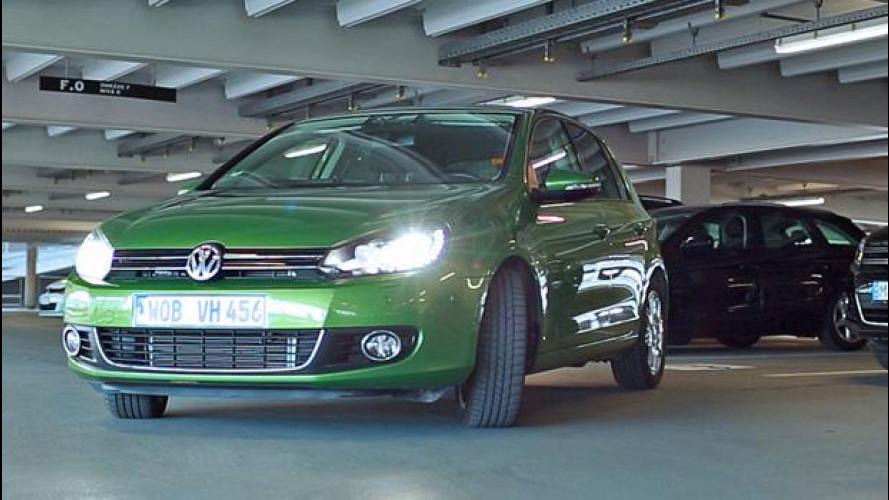 Guida automatizzata: l'auto parcheggia con una app