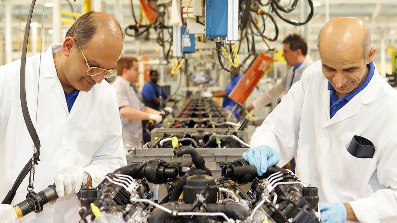Ford engineers at Dagenham Diesel Centre (UK)