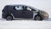 Hyundai ix30 MPV/Crossover prototype winter spy photo