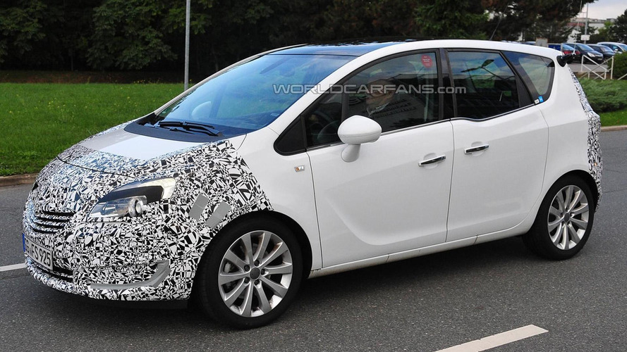 2014 Opel Meriva facelift spied up close