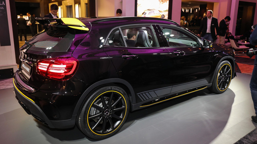 d troit 2017 le mercedes amg gla 45 passe par la case restylage. Black Bedroom Furniture Sets. Home Design Ideas