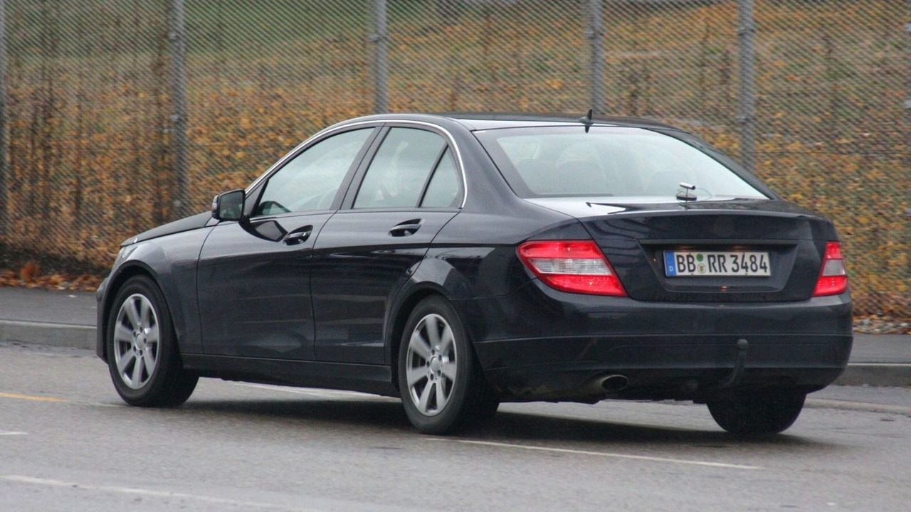 2011 Mercedes C-Class Facelift Spy Photos 26.11.2009