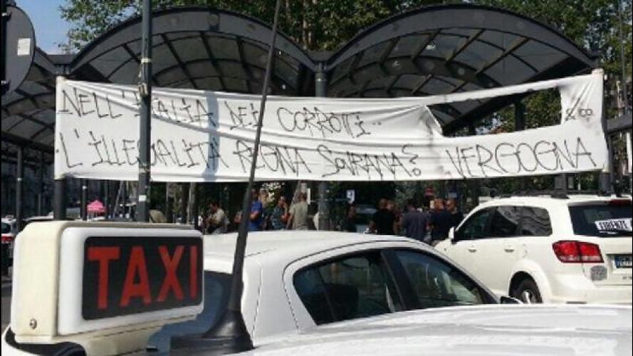 Sciopero dei taxi contro Uber: traffico in tilt
