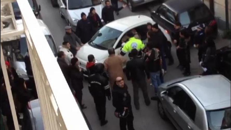 Il video dell'automobilista imbranato di Cardito è un falso: l'ha fatto l'ACI