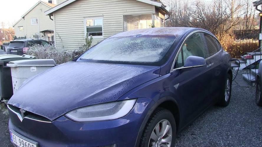 Kölcsönzött Tesla Model X-et szerelt szét a Mercedes, most bajba kerülhetnek miatta