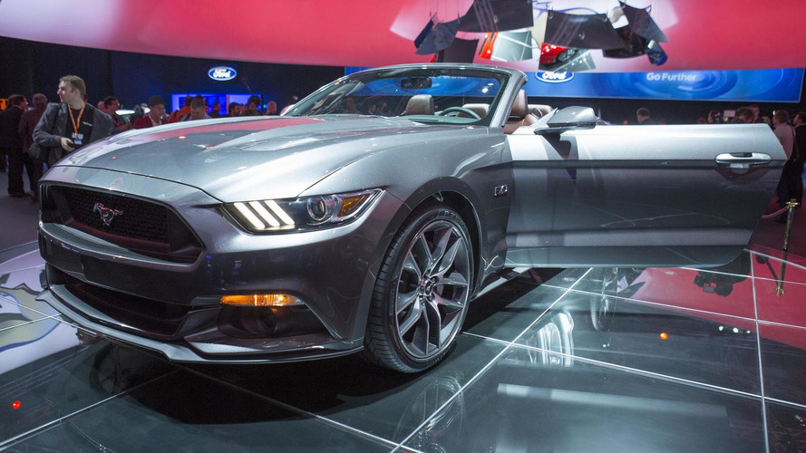 2015 Ford Mustang Convertible revealed