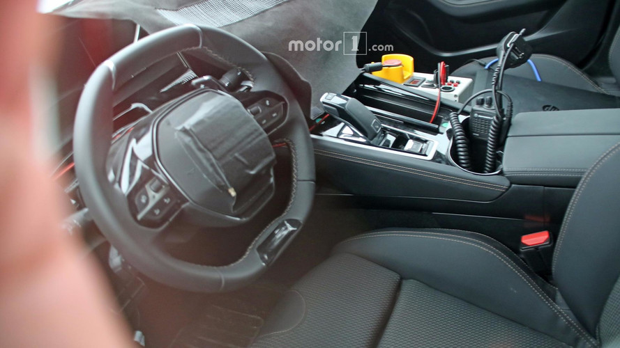 Nouvelle peugeot 508 premi re photo de l 39 int rieur for Interieur 508