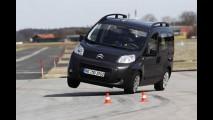 Europa: Citroën Nemo falha e capota no