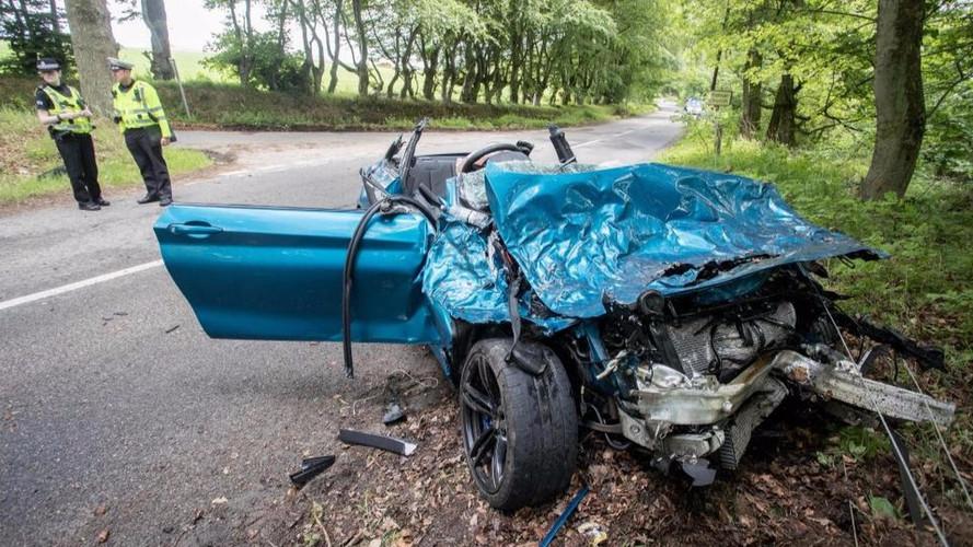Hatalmas balesetben hajtogattak össze egy BMW M2-est