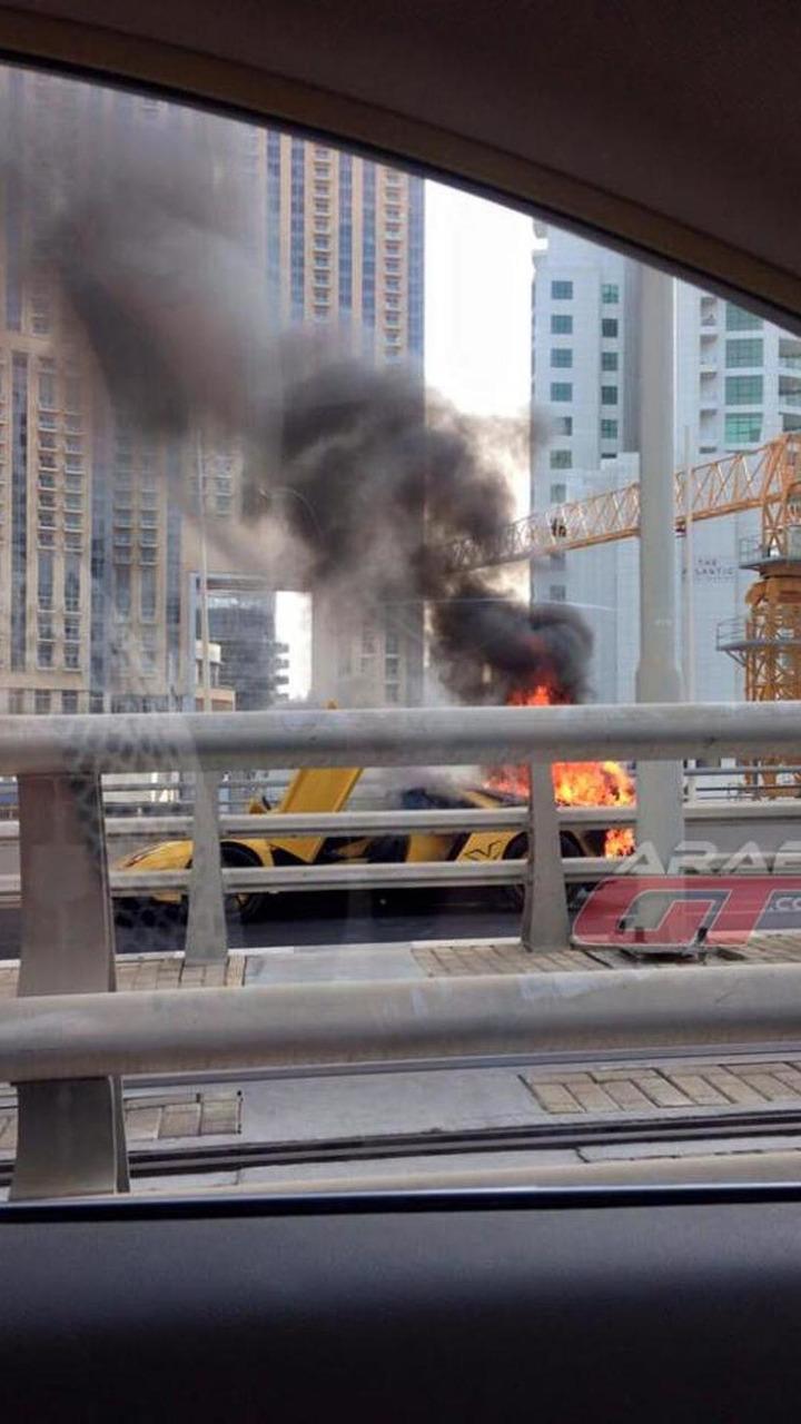 Lamborghini Aventador Roadster fire