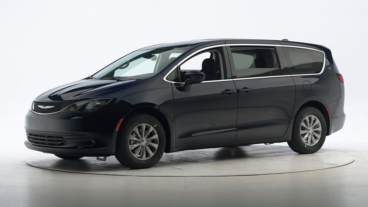 2016 Chrysler Pacifica crash test