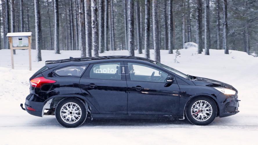 2019 Ford Focus wagon prototipi eriyormuş gibi görünüyor