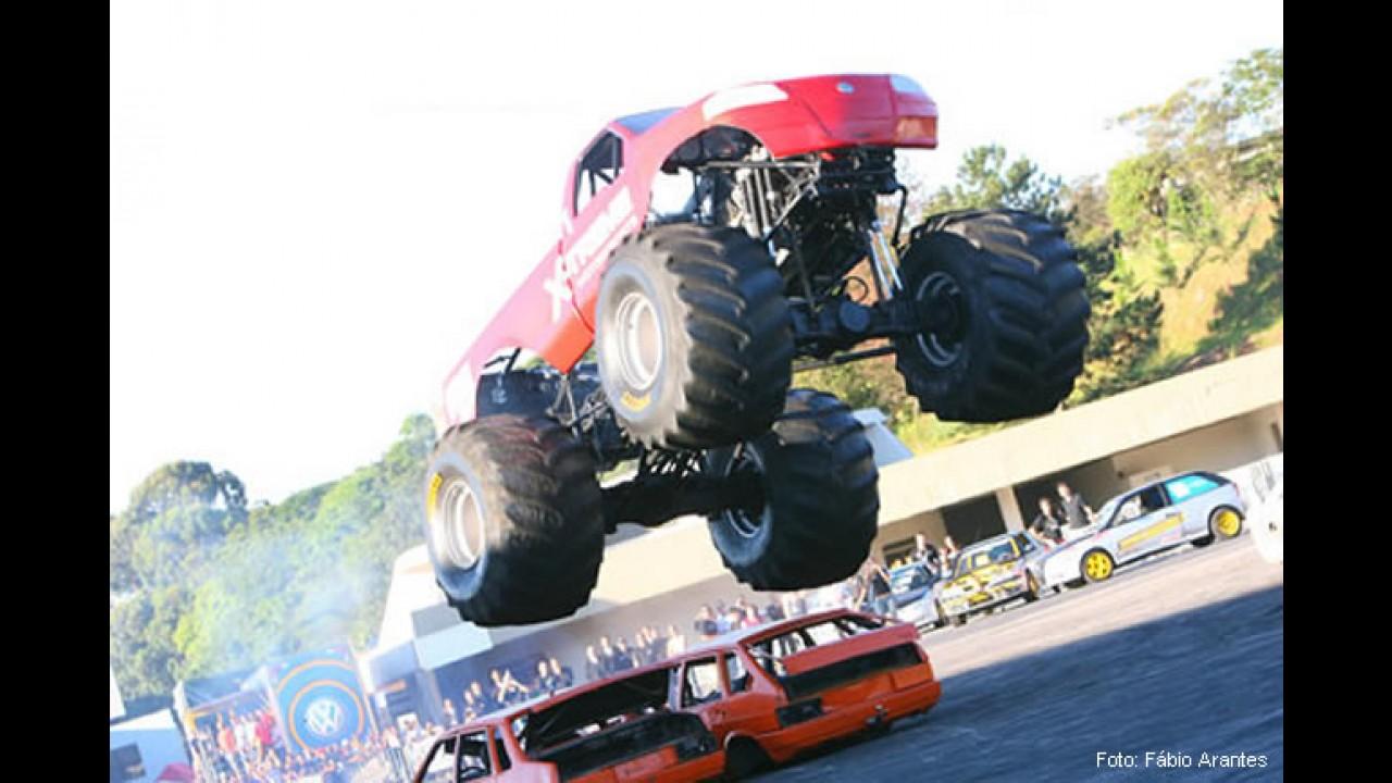 Dr. Pirelli e CARPLACE sorteiam 10 pares de ingressos VIPs para o Xtreme MotorSports 2011
