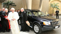 Volvo XC90 Presented to Pope Benedict XVI