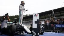 Race winner Lewis Hamilton, Mercedes AMG F1 celebrates