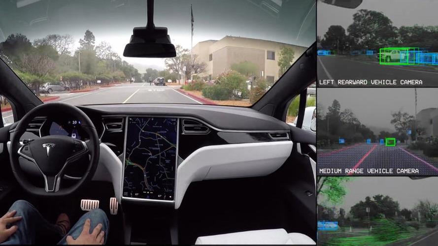 Tesla'nın Autopilot güncellemesi 1,000 araca yeni yetenekler verdi