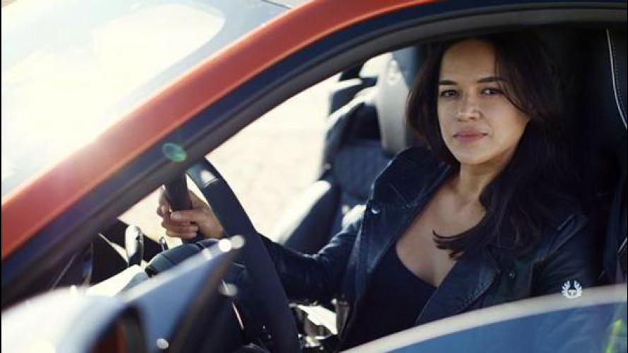 Jaguar F-Type SVR scatenata con Michelle Rodriguez [VIDEO]