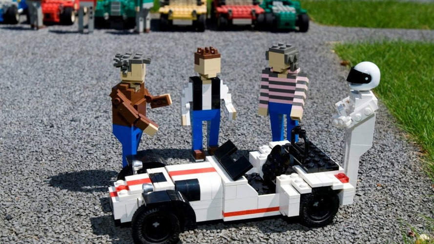 Caterham R500 immortalized in LEGO