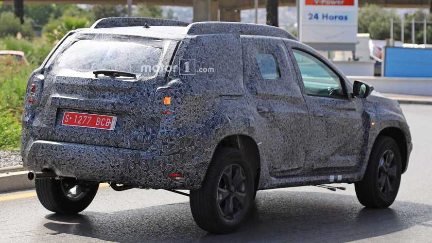 2018 dacia duster spied for the first time for Interieur nouveau duster