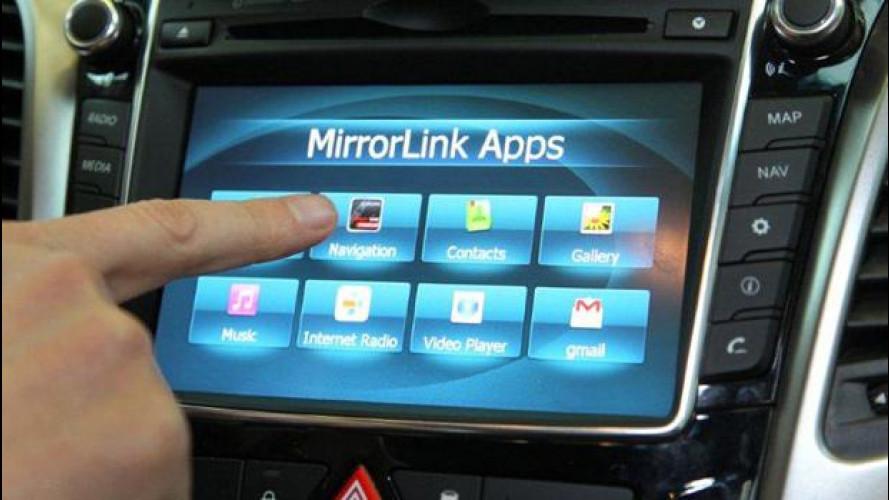 Android Auto sfida ufficialmente Apple CarPlay