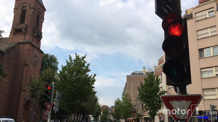 Dans quelle ville respecte-t-on le moins les feux rouges ?