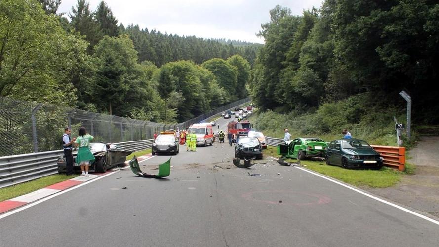 Nürburgring'de zincirleme kaza: 10 yaralı