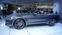 2015 Ford Mustang Convertible live at 2014 NAIAS
