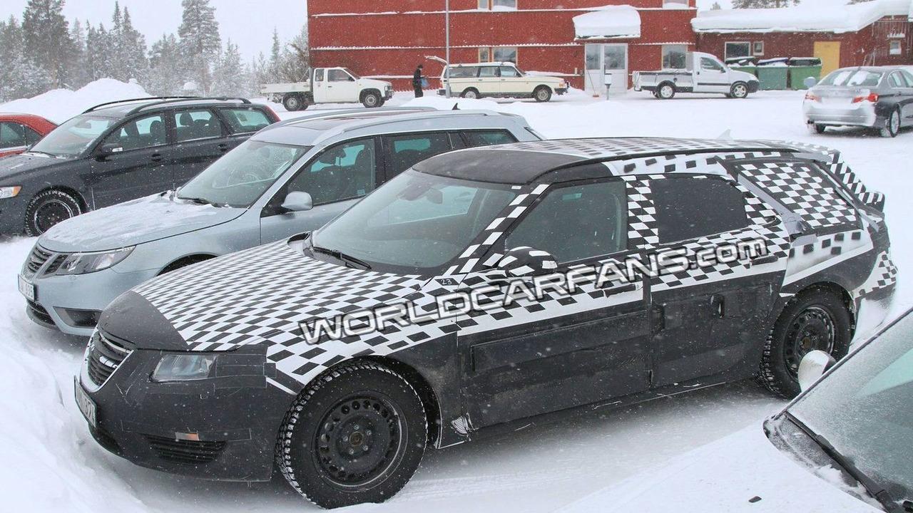 Saab 9-5 SportCombi spy photos 04.03.2010