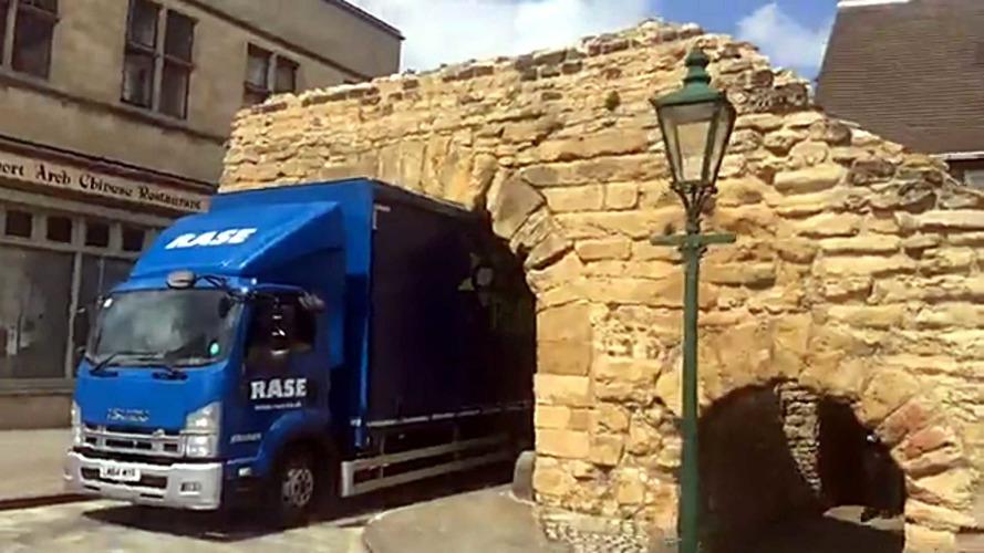 Isuzu Truck Gets Wedged In Britain's Oldest Roman Arch