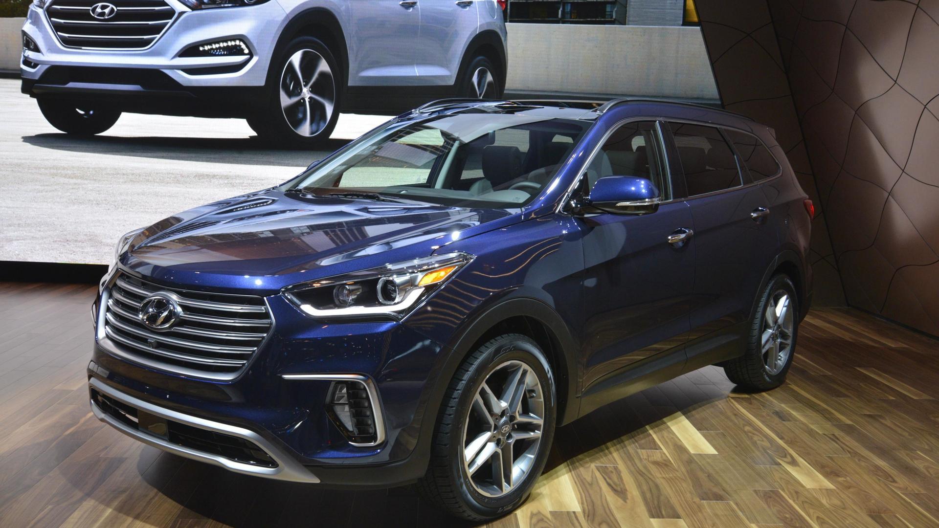 2017 Hyundai Santa Fe shows new face in Chicago