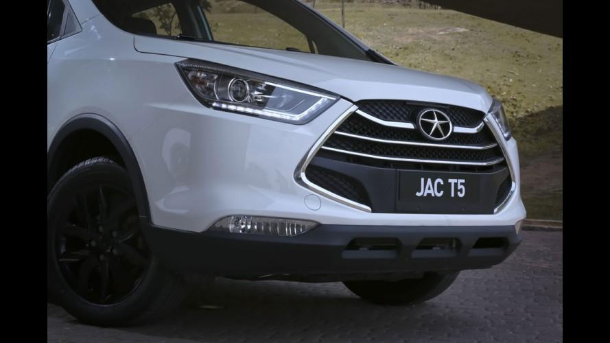 Novidades da JAC incluem inédito hatch aventureiro; T5 chega em dezembro