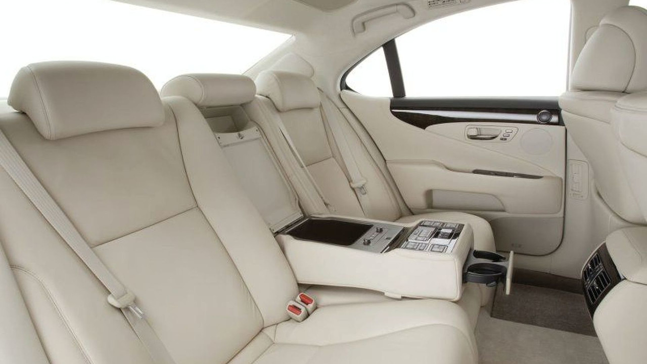 Lexus LS 460 limousine